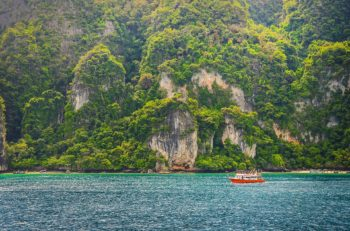 5 reasons why you should visit Phuket