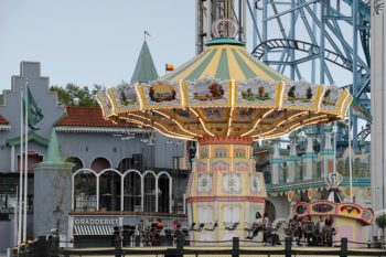 Four Tips for Surviving a Family Theme Park Trip as a Large Group